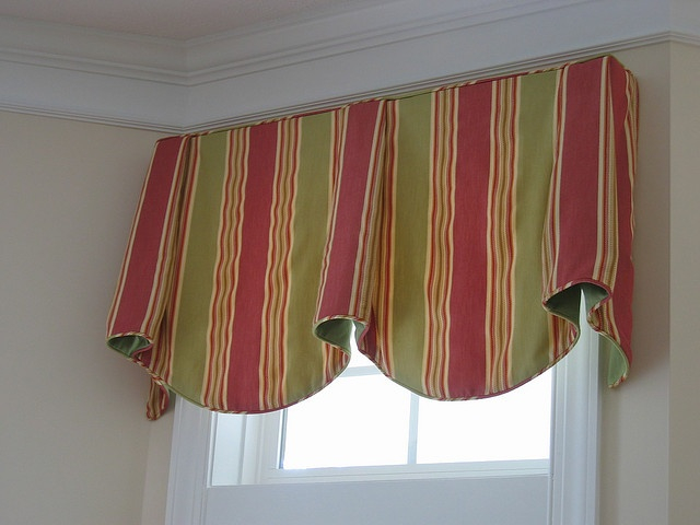 wide-stripe-fabric-on-an-imperial-valance