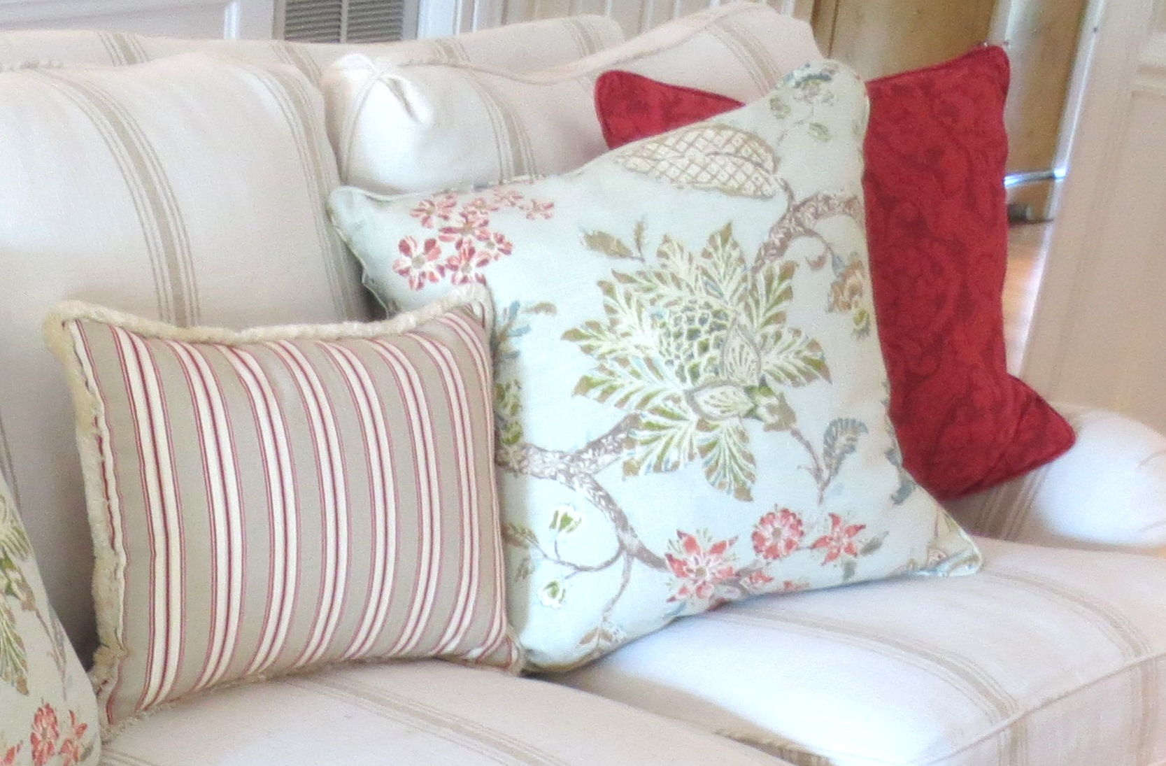 Post image for Slipcover Chic Living Room Makeover